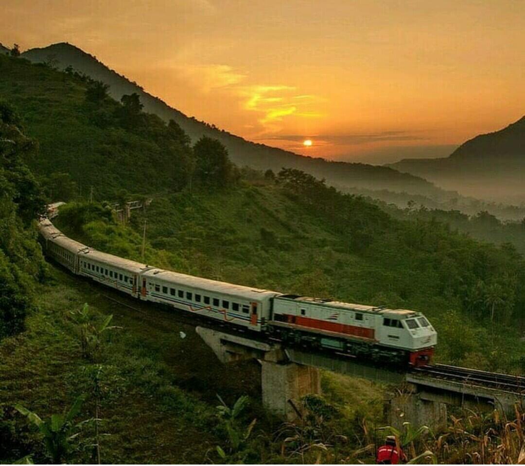 Jabar Maju Dengan Reaktivasi Jalur Kereta