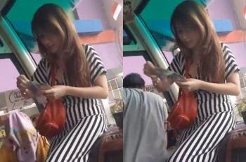 Bikin Heboh! Wanita Cantik Ini Bagi-Bagi Uang Rp 100 Ribu di Atas Bus