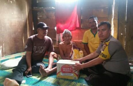 Bhabinkamtibmas Desa Tirto Sari Bhakti Sosial di Jumat Barokah