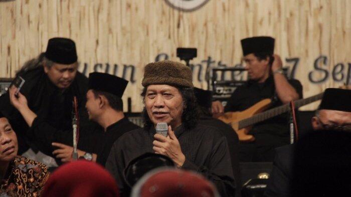 Warga Bertanya Pilih Jokowi Atau Prabowo? Cak Nun Berikan Jawaban Ini