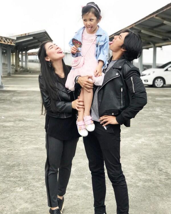 10 Potret Hito Caesar & FelicyaAsuh Anak, Bak Mama Papa!