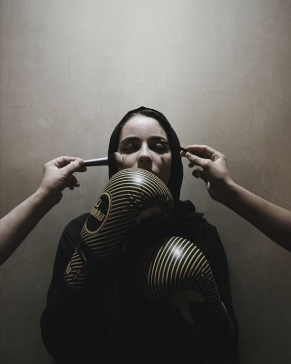 Perempuan Maroko Ini Lawan Budaya Seksisme Lewat Karya Fotografinya
