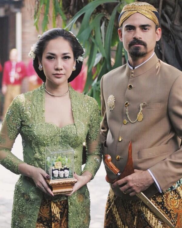 10 Tahun Menikah, Potret RomantisBCL -Ashraf Sinclair Bak Pacaran