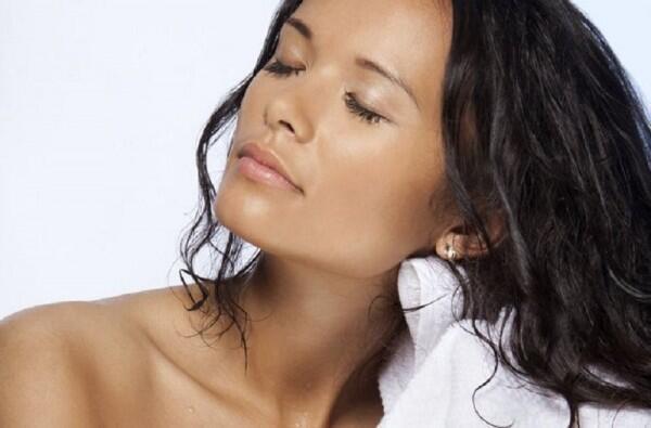 Biar Gak Rusak, Ini 5 Cara Lindungi Rambut Saat Tidur