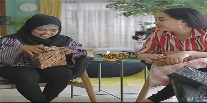 KISAH RAHMAWATY KEKEY ( BEAUTY VLOGGER ) MAKE UP MENGGUNAKAN BALON !!