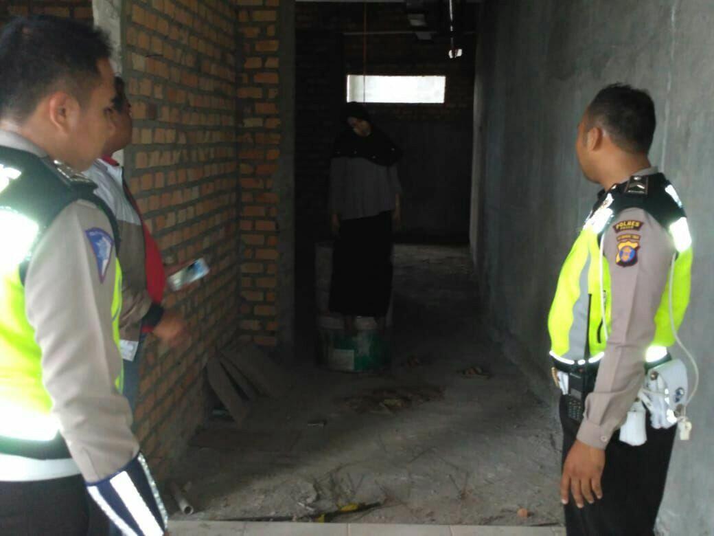 Hijaber dan Karyawati Bank gantung diri