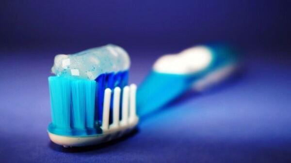 6 Langkah Mudah Supaya Gigi Tampak Putih Bersih, Bye-bye Gigi Kuning!
