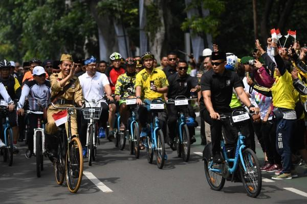Ternyata Ini Alasan Jokowi Berpakaian ala Bung Tomo