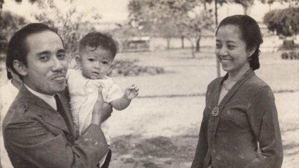 Kisah Bung Tomo: Garang di Medan Perang, Manis pada Istri Tersayang