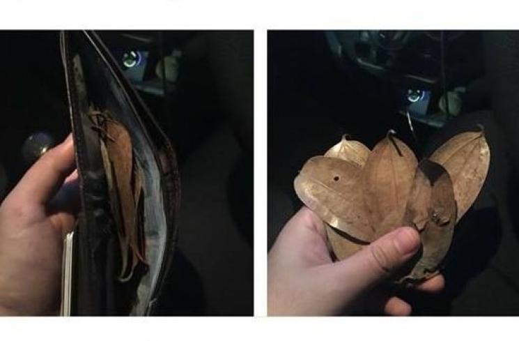"""FOTO Mistis! """"KUNTILANAK"""" Maen Ke Malaysia Bayar Taksi GRAB Pakai Ini?!"""