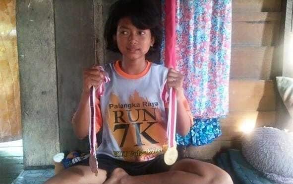 Rita purnamasari gadis manis , atlet lari marathon Dari kabupaten seruyan, kalteng.