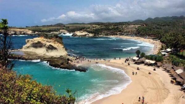 Deretan 5 Pantai Eksotis di Pacitan Ini Pasti Buatmu Jatuh Cinta