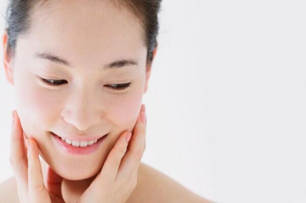 Sebelum Menyesal, 5 Alasan Kamu Harus Pakai Eye Cream dari Sekarang