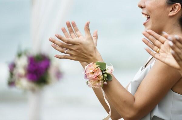 Jangan Panik, Lakukan 10 Hal Ini Saat Datang ke Pernikahan Mantan