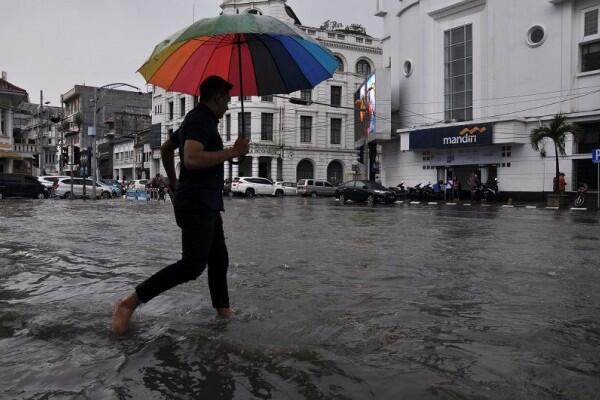 Ini Penyebab Hujan Es di Jakarta Tadi Sore