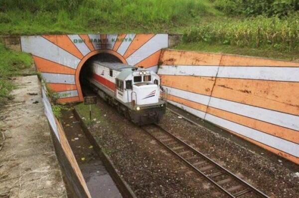 5 Pemandangan yang Kamu Temui Saat Naik Kereta ke Selatan Jatim