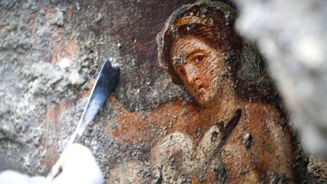 """DITEMUKAN! Lukisan """"EROTIS"""",RATU ZELDA DENGAN ANGSA Di Kota Kuno POMPEII!"""