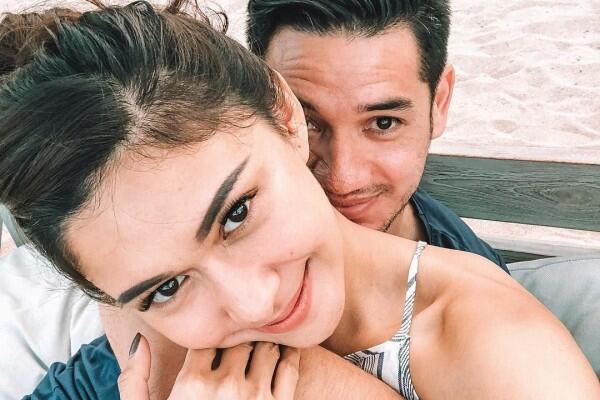 Romantisme Pasangan Selebriti yang Tinggal di Bali, Piknik Tiap Hari!