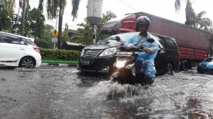 Hujan Deras Sore Ini, Ruas Jalan di Tanjung Priok Tergenang