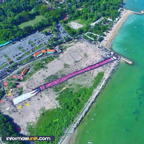 Luar Biasa ! Layangan Terbesar Didunia Berukuran 250m Ada Di Bali Gan !!!