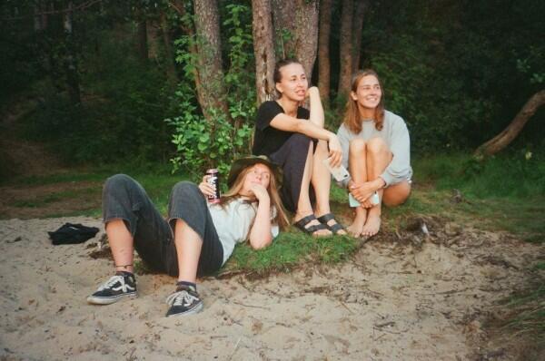 10 Alasan Kenapa Jauh dan Kehilangan Sahabat Itu Hal yang Wajar