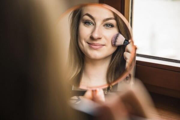 10 Tutorial Makeup Sederhana yang Bikin Wajah Awet Muda Bak Remaja