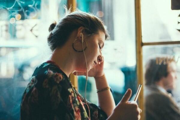 Hati-hati, Ini 8 Bahaya Ngeri Mendengarkan Musik Terlalu Keras & Lama!