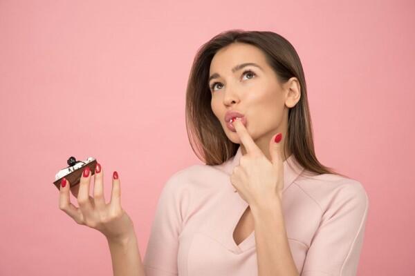 Ini 6 Alasan Ilmiah Kenapa Kamu Seakan Tidak Kuasa Berhenti Makan Gula