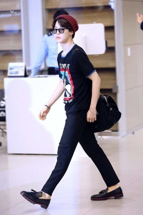 7 Inspirasi Fashion Member BTS, Makin Tampak Boyfriend Material Bro!