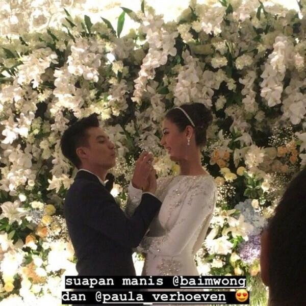 10 Potret Syahdu Resepsi Pernikahan Baim Wong dan Paula Verhoeven