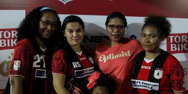 Cantiknya Istri Dari Bintang Sepakbola Papua