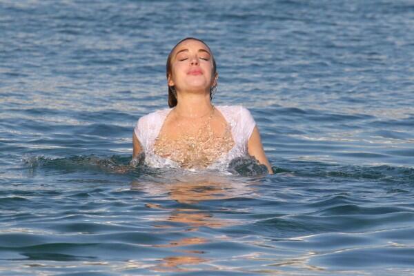 Vitamin Sea: 5 Kebaikan Air Laut yang Gak Cuma Bikin Lengket di Badan