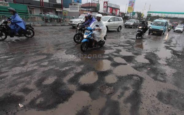 Biar Gak Celaka, Kalau Bawa Motor Pas Musim Hujan Harus Hati-hati