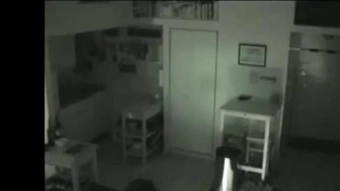 Terbongkar Setelah Setahun, Wanita Ini Diam-diam Tinggal di Rumah Orang Lain!