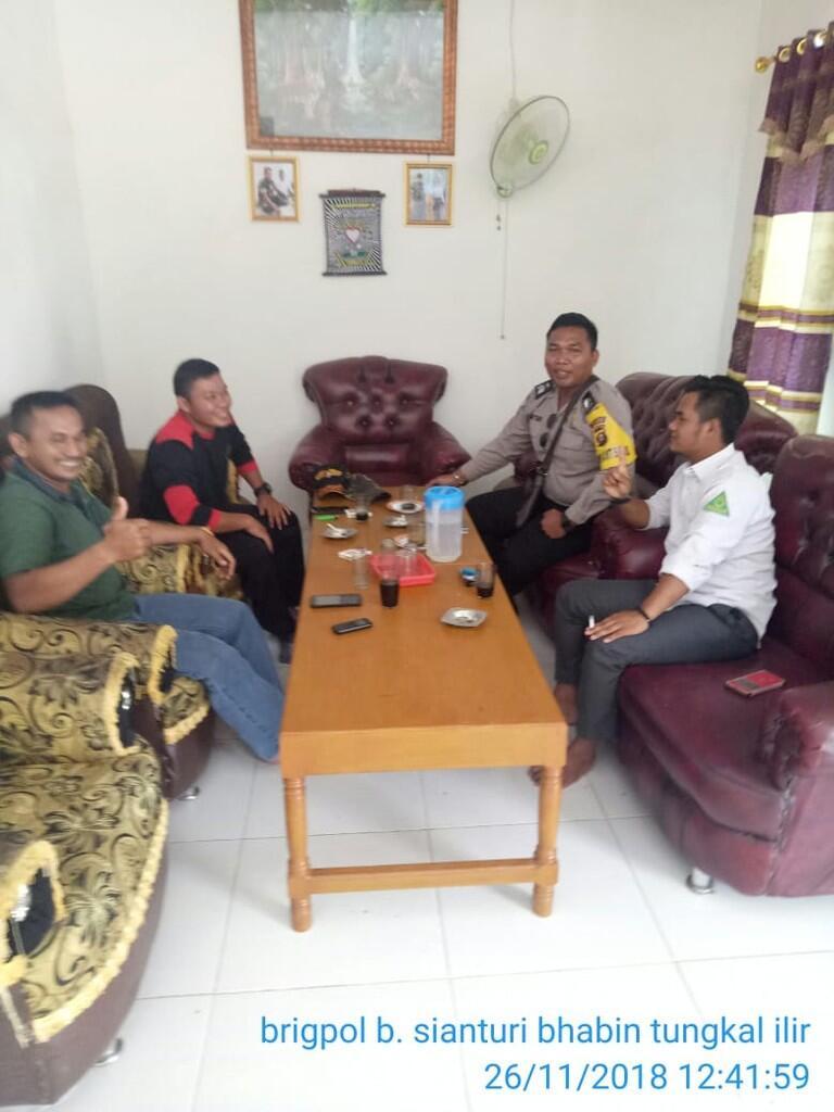 Bhabinkamtibmas Polsek Tungkal Ilir Ajak Warga Desa Sidomulyo Aktifkan Keamanan Desa