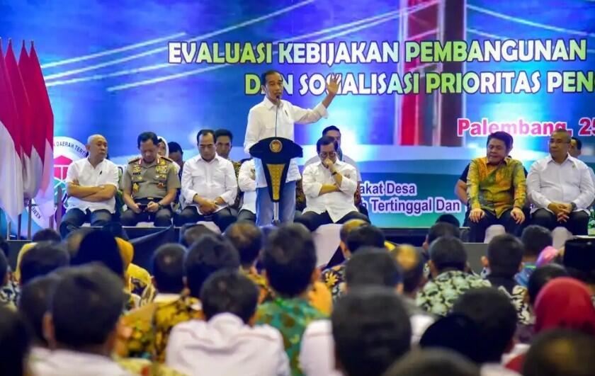Jokowi: Saya Perintahkan Menteri PUPR Beli Karet dari Rakyat
