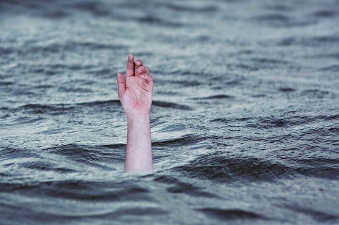 "Duh! TIM SAR Keringkan Danau Gara-Gara ""LELUCON"" Kabar HOAX~!"