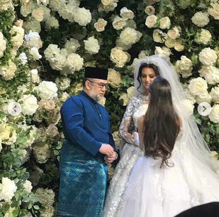 [Sultan Mah Bebas] Raja Malaysia Menikah Dengan Miss Moscow 2015