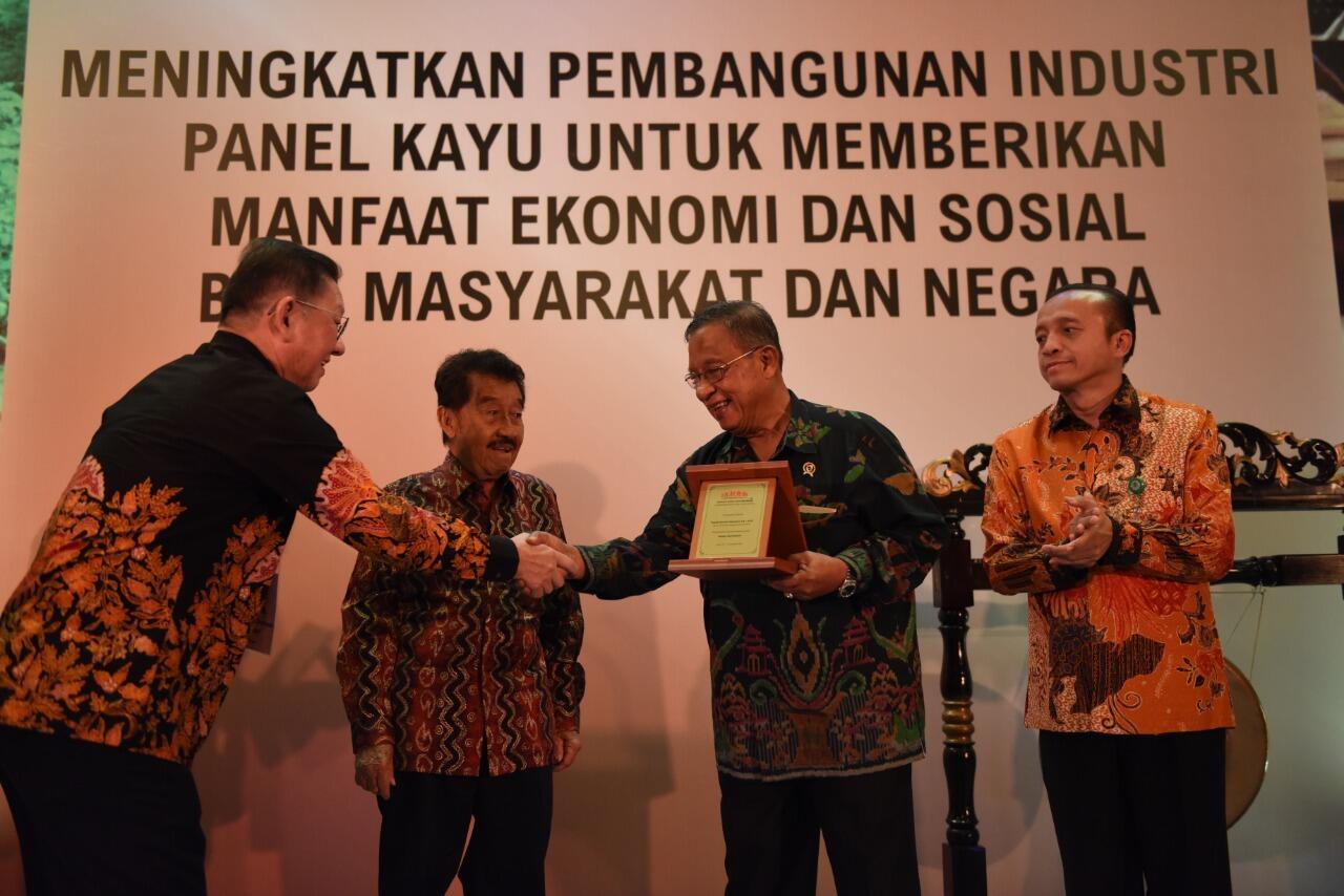 Pemerintah Dorong Kebangkitan Industri Kayu Lapis sebagai Primadona Ekspor