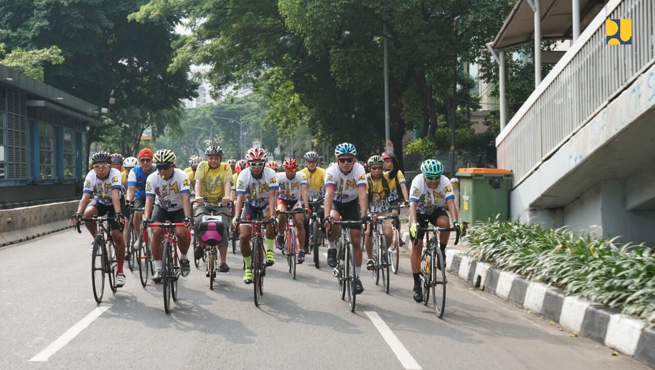 Peringati Hari Bakti PU Ke-73, Kementerian PUPR Gelar Sepeda Santai