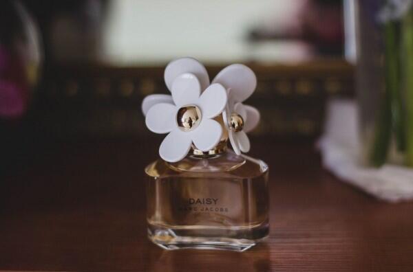 5 Cara Tepat Menyimpan Parfum agar Wanginya Awet dan Tahan Lama