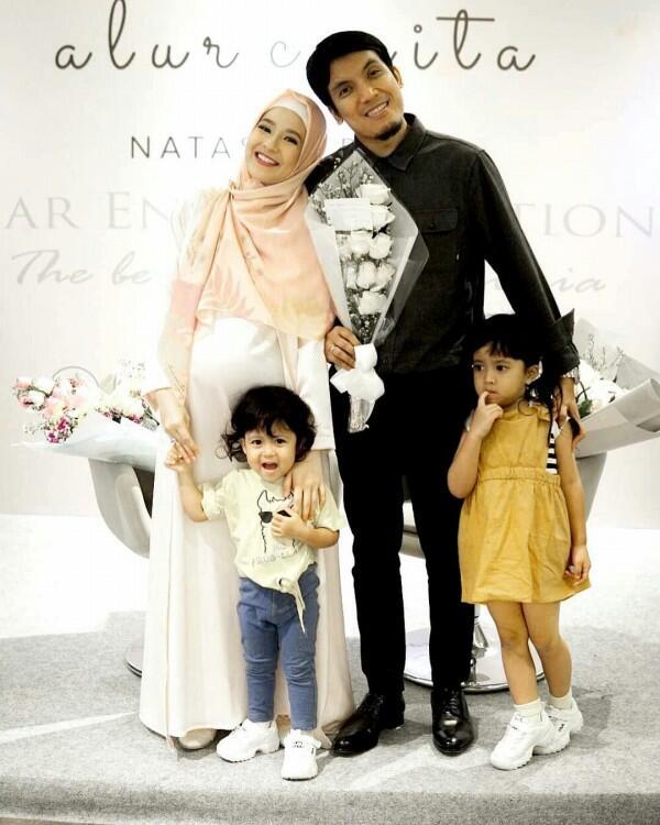 Jauh dari Gosip, Ini 10 Foto Bahagia Keluarga Desta yang Bikin Adem