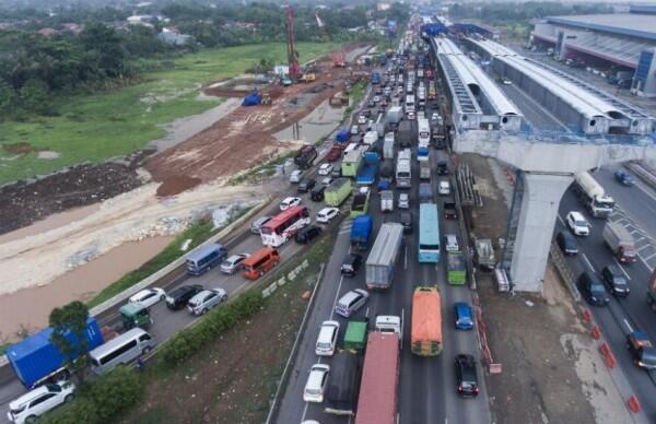Mengurai Kemacetan Parah di Tol Jakarta-Cikampek