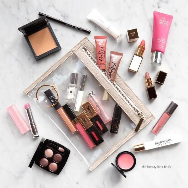 5 Hal yang Wajib Diperhatikan Saat Membawa Kosmetik dalam Pesawat!