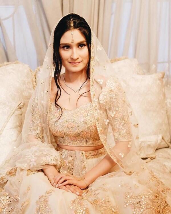 Bertema Bollywood, 10 Potret Lamaran Adly Fayruz dan Angbeen Rishi