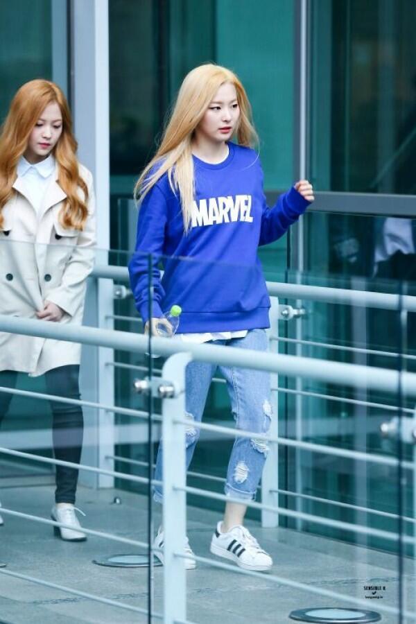 11 Mix Match Jeans Ala Seulgi Red Velvet yang Gak Ribet, Effortless!