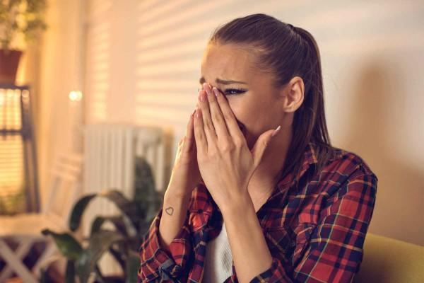 5 Fakta di Balik Cewek yang Cengeng Alias Suka Menangis