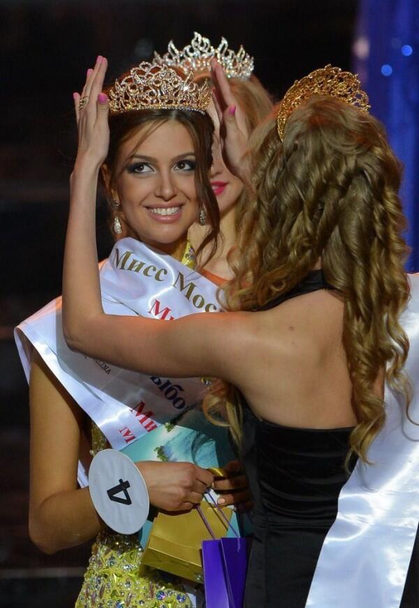 Inilah Oksana Voevodina, Miss Moskow 2015 yang Dipinang Raja Malaysia