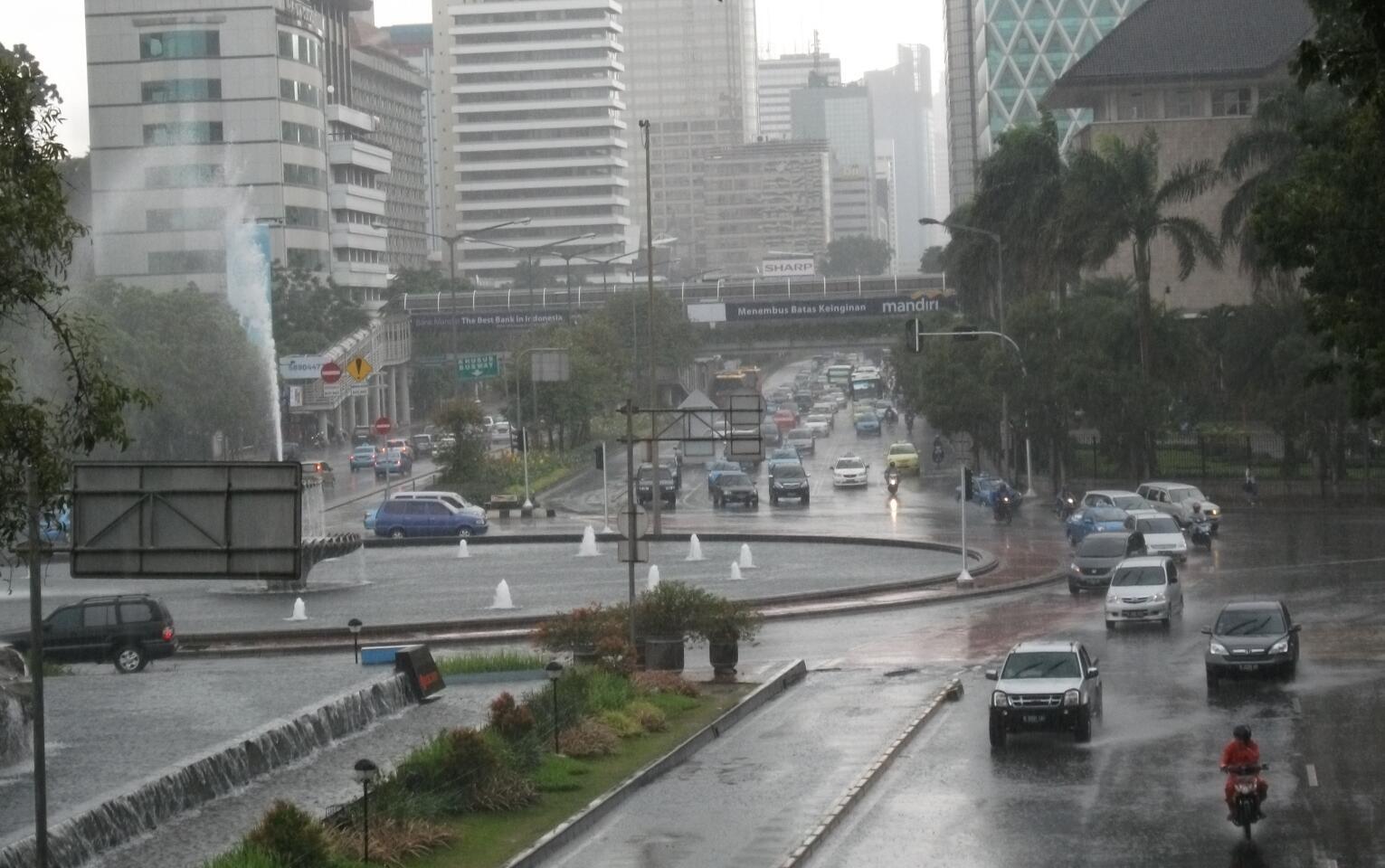 Hujan Lebat hingga 5 hari ke depan, BMKG Imbau Masyarakat Waspada Banjir dan Longsor
