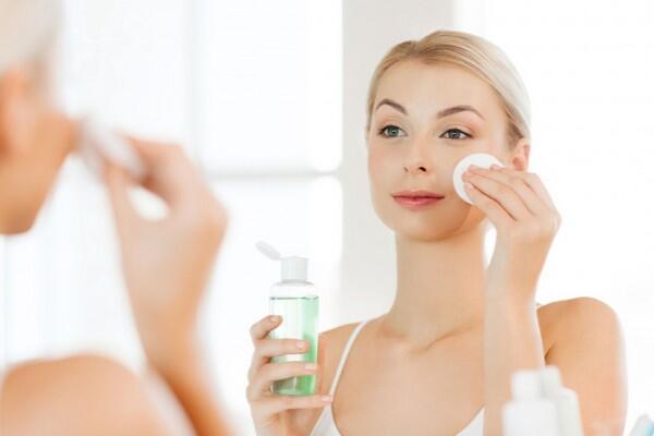 Skincare 101: Benzoyl Peroxide vs. Salicylic Acid, Bagusan yang Mana?